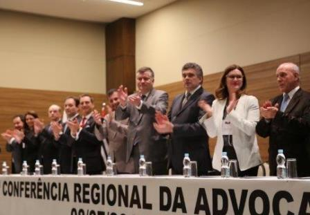 Mesa diretora de conferência regional da advocacia