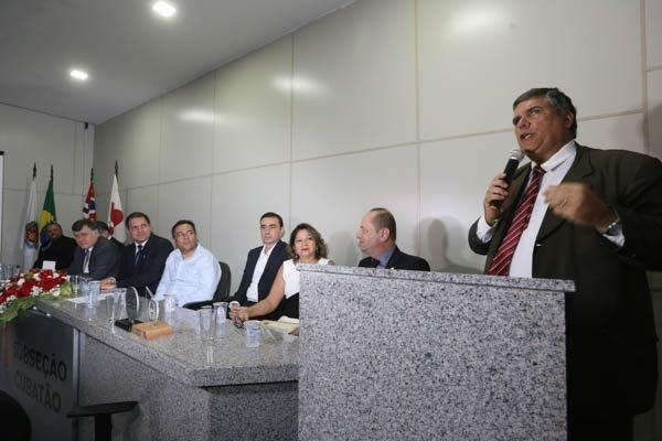 Rodrigo Lyra discursa na solenidade