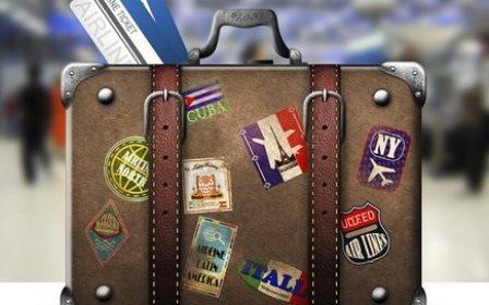 Foto-ilustração de uma mala adesivada de modo alusivo a cidades visitadas