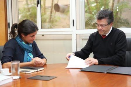 Diretores da CAASP e do Masp assinam renovação de contrato