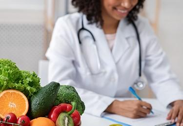 O que é de fato uma alimentação saudável? Nutricionista orientará advocacia em live no dia 8 de março