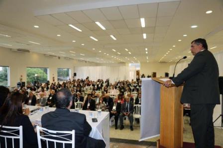 Rodrigo Lyra discursa na Conferência da Penha