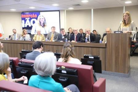 Sessão do Conselho da OAB-SP que homenageou Maria Célia do Amaral Alves