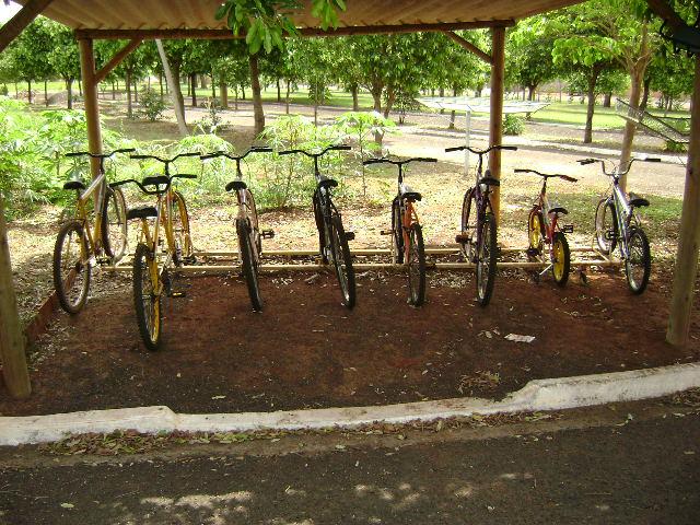 Foto do Bicicletário mostrando as bicicletas disponíveis para os usuários.